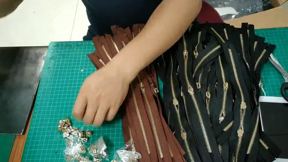 Install the zipper Canvas Leather Tote Bag