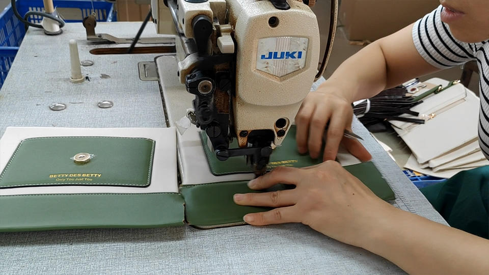 Sewing of Semi-Product Of Canvas Handbags